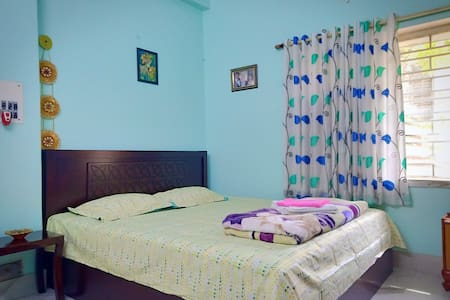 Dev's Sweet Home| 4 Kms From Airport | AC Bedroom