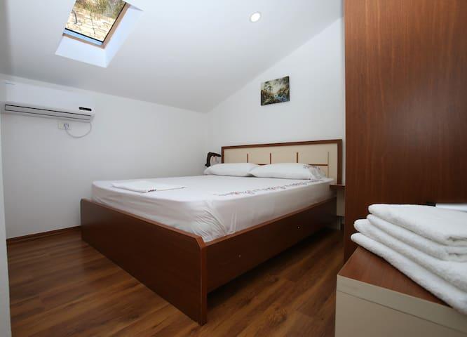 HIMAJ Room 2