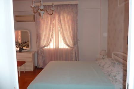 Bedroom in a Deluxe spacious appartment - Chalandri