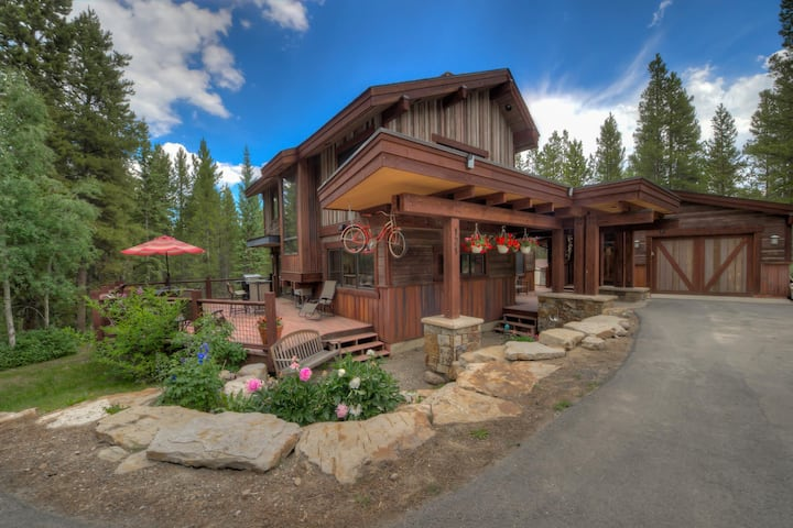 Breck Bicycle House w/ hot tub, located 1 mile to Main Street; Pet Friendly! - Breck Bicycle House