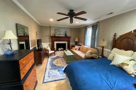 Quiet and Convenient In-law Suite