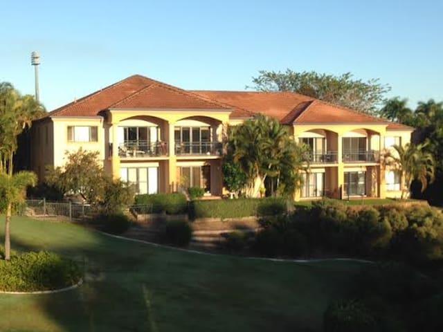 Villa on Golfcourse and Lake, Beach - Carrara