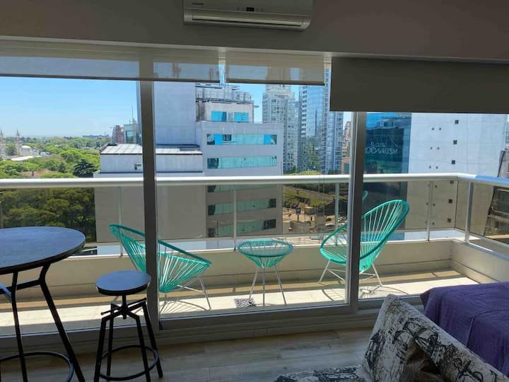 Amazing 11th floor apt with pool in Palermo Center