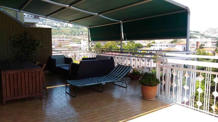 Camera con terrazza a due passi dal mare