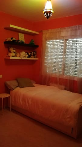 Habitación independiente con baño compartido - Carranque - Hus