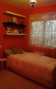 Habitación independiente con baño compartido - Carranque
