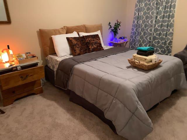 Calm & Private room in a Home
