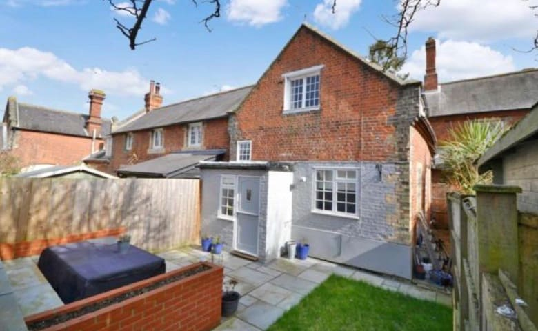 A cosy victorian cottage close to Stansted Airport