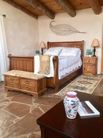 Bed/Sleeping area