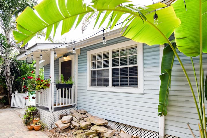 Lively chic 1BR home in walkable Hyde Park
