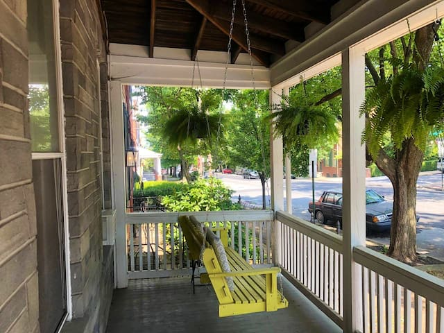 Unique and charming 1-bedroom in West End