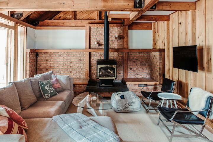 Welcome to the Alpine Retreat at Sauble Beach