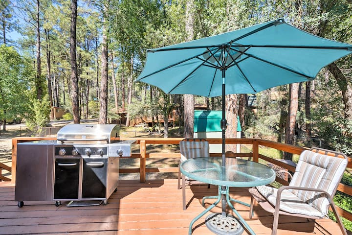 Cozy Cabin w/ AC & Deck, 5 Mi to Downtown Prescott