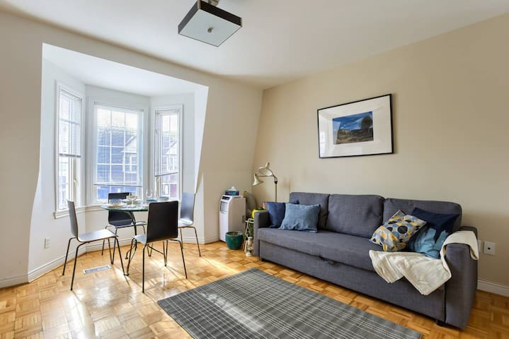 Charming Two Bedroom Apartment!