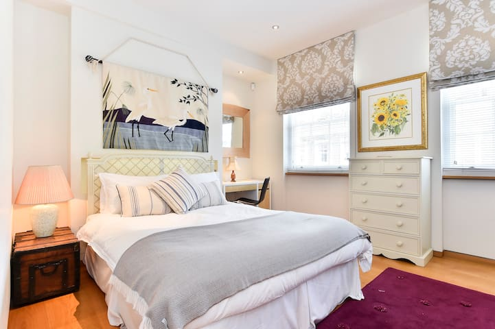 Splendid 3 bed with roof terrace in leafy Pimlico - London - House