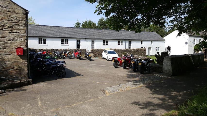 Cronkbane Farm - Dhoon Glen Cottage