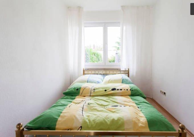 Bright Apartment 7min to Center