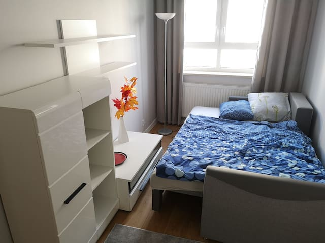 Cosy room in NEW apartment - near CITY CENTER