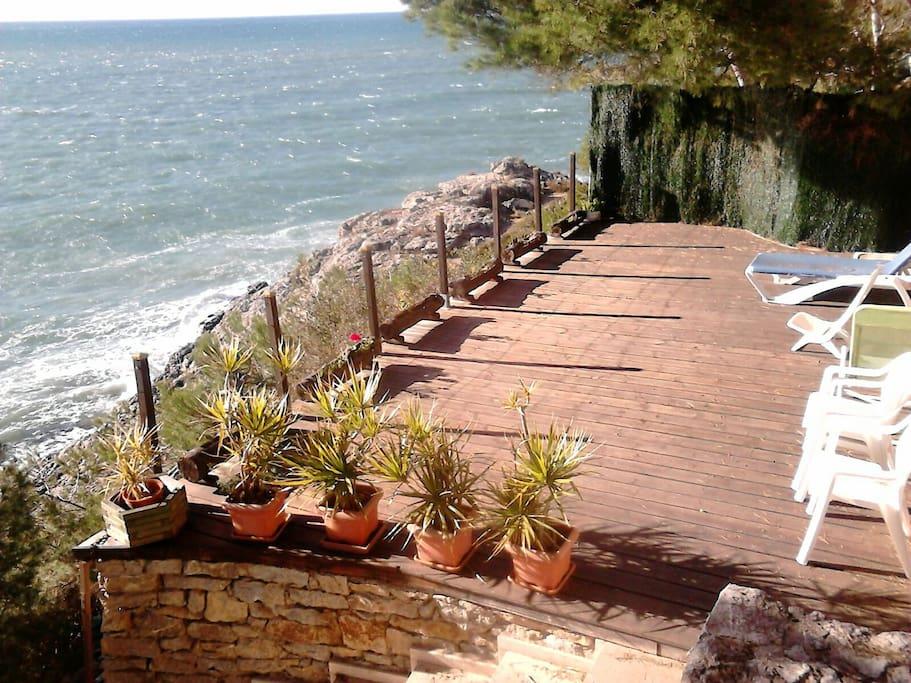 Apacible casa junto al mar villas en alquiler en salou for Hoteles junto al mar