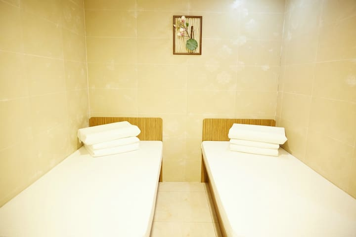 Hs2-2 double bed room + metro for 3 minutes