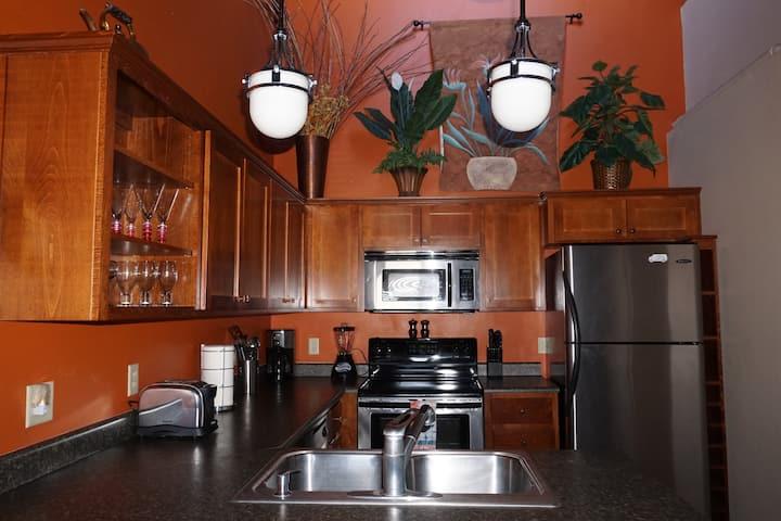 Cozy Historic Barnum Suite Downtown Medford 2bd