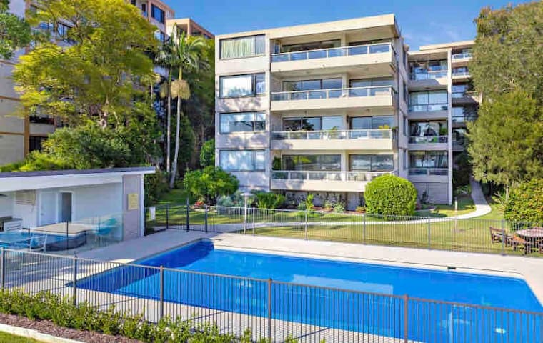 FULLY FURNISHED APARTMENT POOL CLOSE FERRY WHARF