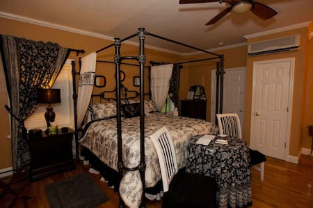 Palmer House Bed and Breakfast - Suite Memories - Lithia - Bed & Breakfast