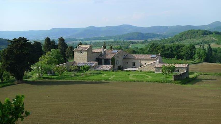 Ferme rénovée/Renovated farm house in Provence