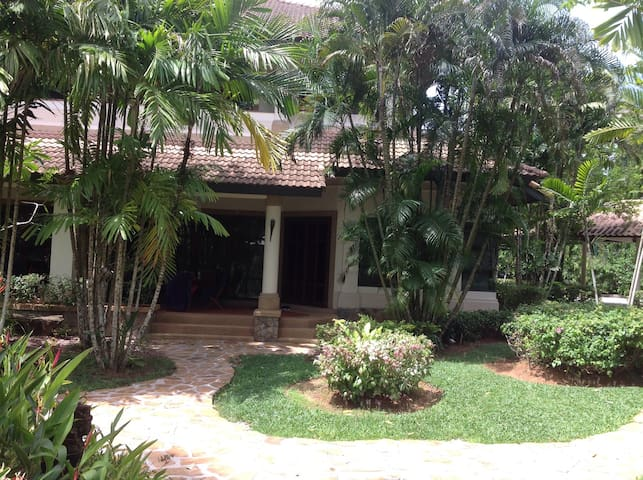Townhouse in tropical surroundings - Phuket - House