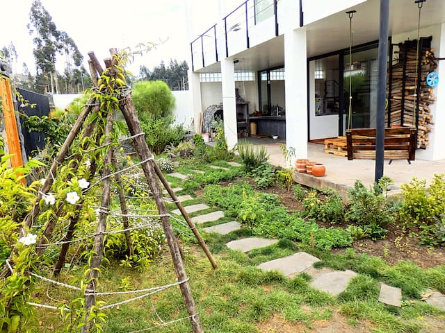 Habitación privada en casa amplia, area tranquila