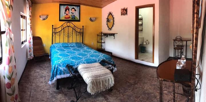 La casita de Frida (amarillo)