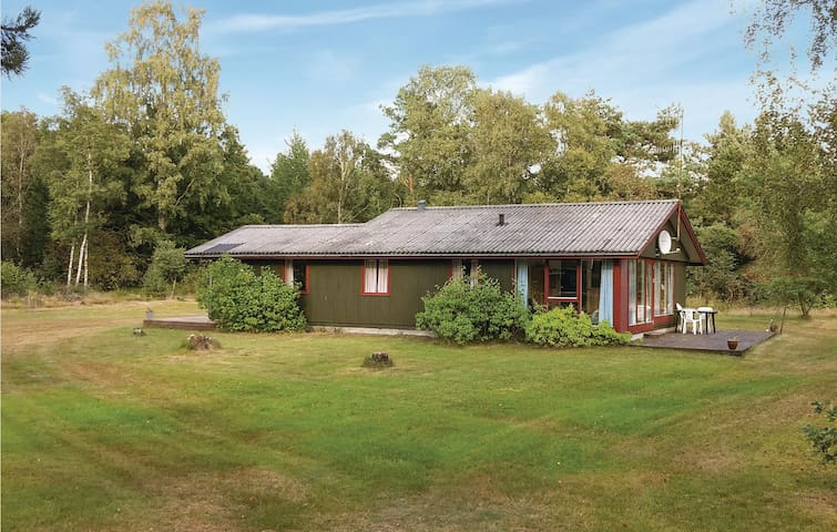 Holiday cottage with 4 bedrooms on 90m² in Grenaa