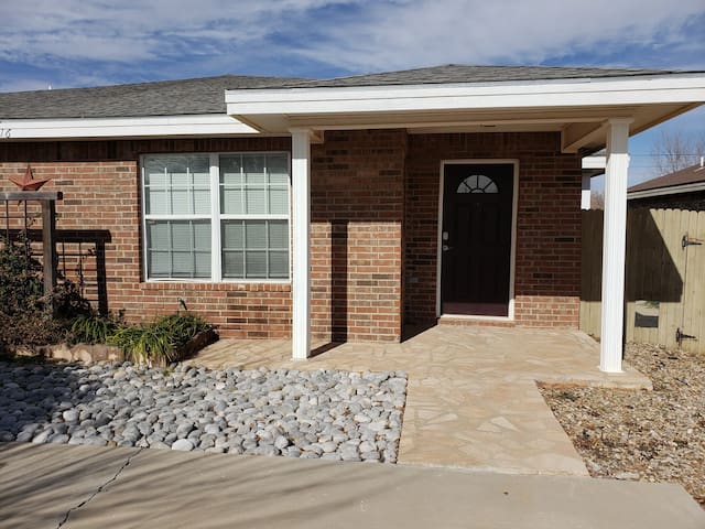 3 BR/2 Bath Duplex w/ Garage Convenient Location A