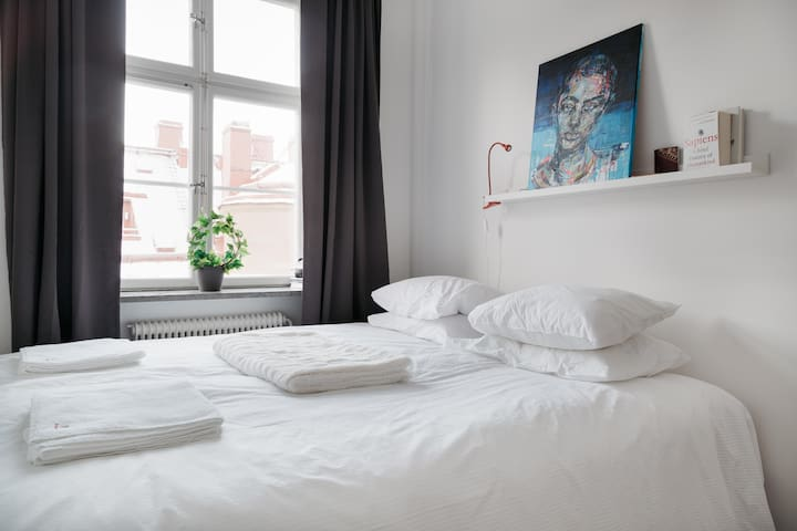 Enjoy a 2BR high-end flat in exclusive Östermalm