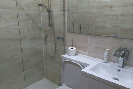 Private suite: dbl bedroom, shower room & office