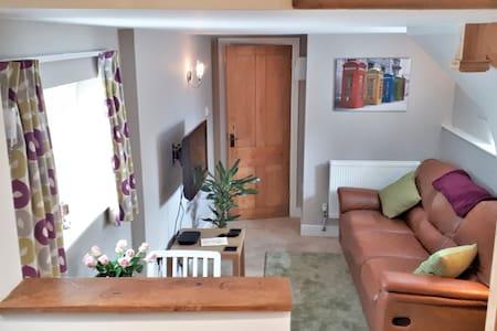 Cosy retreat in North Devon village - sleeps 2