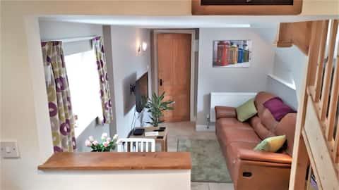 Cosy self-contained retreat in North Devon village