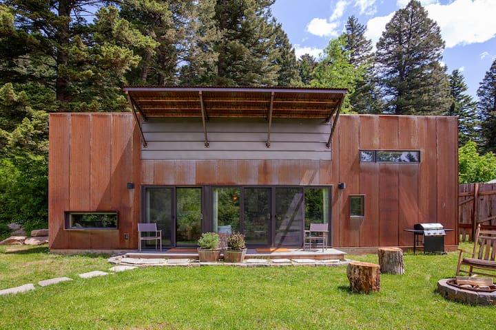 Modern Montana Guest House