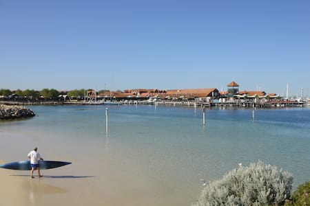 HILLARYS HARBOUR 3 brm Executive - Hillarys - อพาร์ทเมนท์
