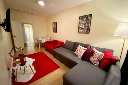 Great Apartment in the sought after Hyde Park area