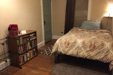 Lovely B&B-Style Beige Room in Beautiful Home - Binghamton - Haus