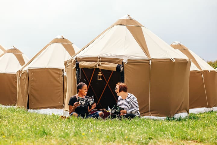 Cosy Yurt, Ultimate Glamping Experience, Hay