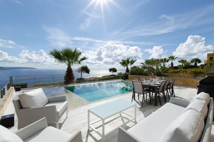 Exclusive 5☆ Villa w/ 3 Pools + Best View in Malta