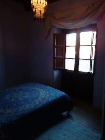 Cosy double room with a balcony - Asturias - Huis