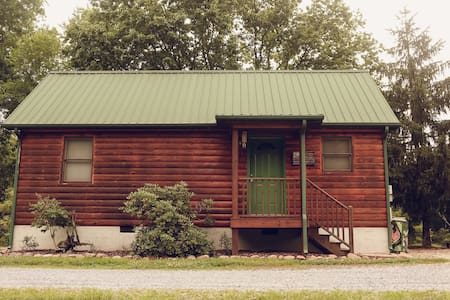 The American Cabin at Meredith Valley Farm/Cabins