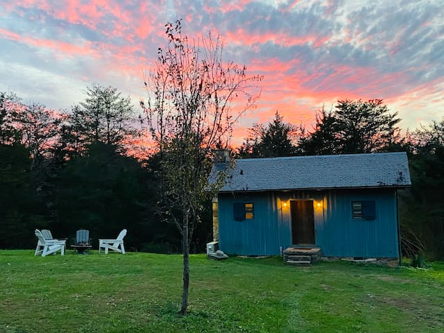 Eclectic Tiny House on a Peaceful & Inclusive Farm