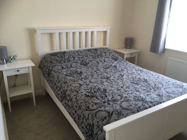 Large double room close to Exeter Airport &M5/A303