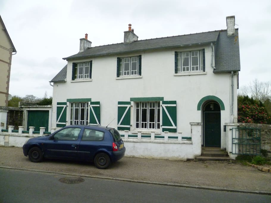 Situated on a quiet road close to the centre of town only 5 minutes walk to the shops
