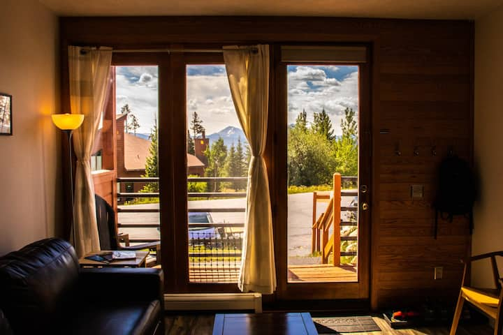 Cozy Mountain Condo w/ Pool, Tennis & Clubhouse