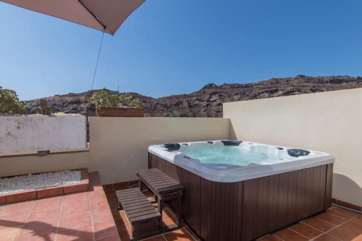 Spacious Apartment with Private Jacuzzi and Pool Access
